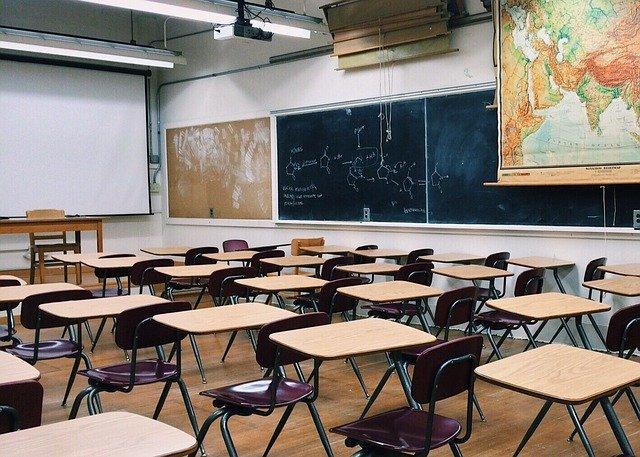 【プログラミングスクール vs 独学】自分を追い込めるドS以外はスクールへ